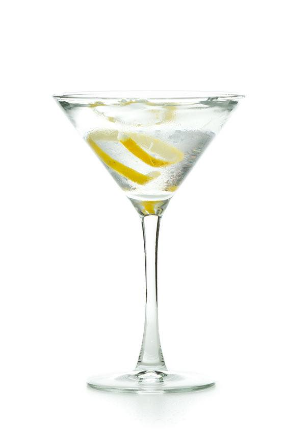 This photo shows the bartender what a Dry Martini cocktail looks like when it's mixed and ready to drink. (© wollertz/123RF photo)